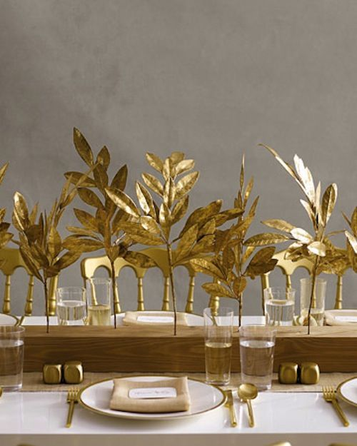Amazing 35 Gold Thanksgiving Décor Ideas : 35 Gold Thanksgiving Décor With Wooden Dining Table And Golden Autumn Leaves And Tableware Design...