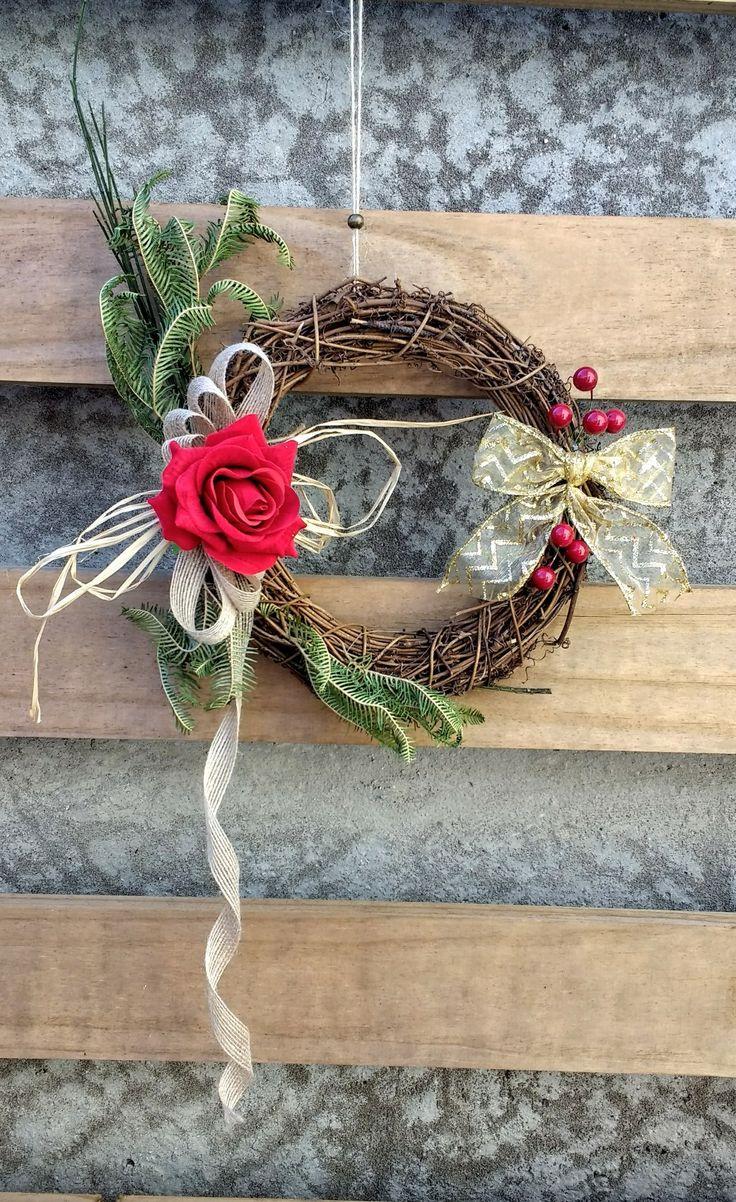 Corona decorativa diseño Chicoca Deco #deconavidad #navidaddeco #coronasdecorativas #coronasnavideñas