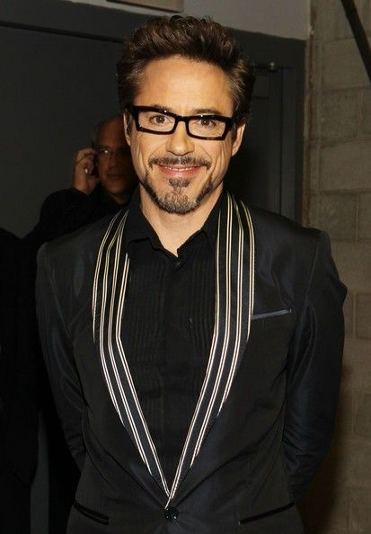 ✌️Actor Robert Downey Jr. backstage during the 52nd Annual GRAMMY Awards held at Staples Center on January 31, 2010 in Los Angeles, California.✌️  Crediti : Zimbio  Passate dal nostro gruppo : https://www.facebook.com/groups/907125109438778/  -Stark-