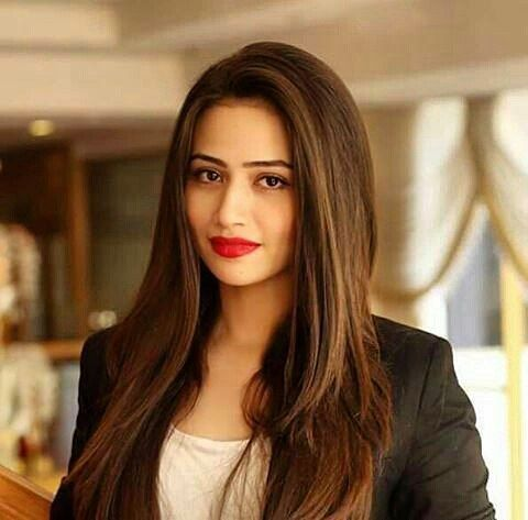 "#SanaJaved bags a title character ""Mehrunnissa"" in her debut feature film with Director Yasir Nawaz. After the success of Wrong Number Yasir Nawaz is ready to take the Pakistani audience by storm with Sana as his leading lady  #followme #insta #instagram #instapic #instagood #instafollow #instalife #instalike #instalove #instafashion #instafame #instafamous #lifestyle #style #model #samysays #love #peace #glam #glamour #artist #fashion #fashionista #fashionblogger"
