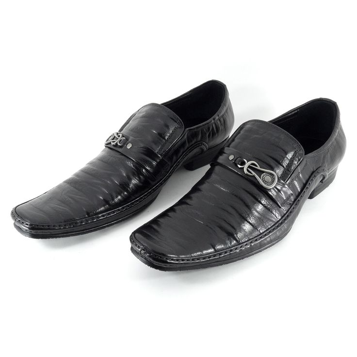 Sepatu Merek Areman Seri JA88Y1325: Sepatu import kualitas premium dengan bahan kulit asli ini didesain dengan model yang modern ditambah tekstur yang bercorak sehingga cocok untuk pria metro yang ingin tampil menonjol dan bergaya.