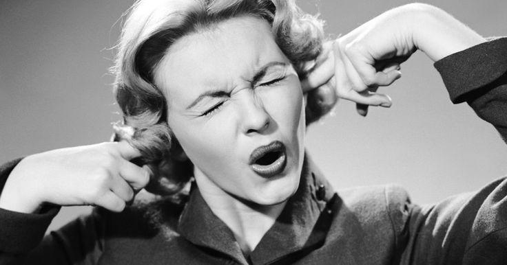 Tinnitus of oorsuizen: naar schatting wordt 15% van de bevolking er in meer of mindere mate knettergek van. Loop jij ook met zo'n irritante fluittoonde muren op, of heb je soms last van overgevoelige gehoororganen? Dan kan deze simpele oefening je misschien wat rust bezorgen.