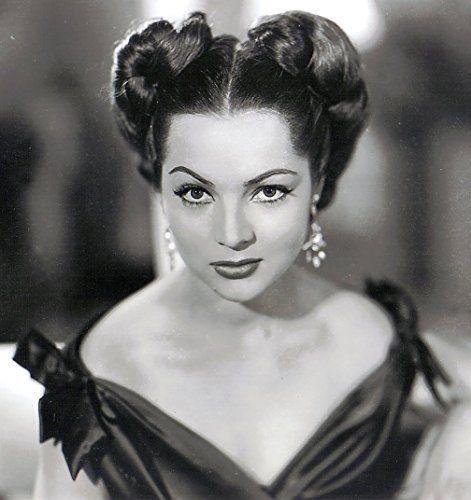 Sara Montiel in Necesito dinero (1952)