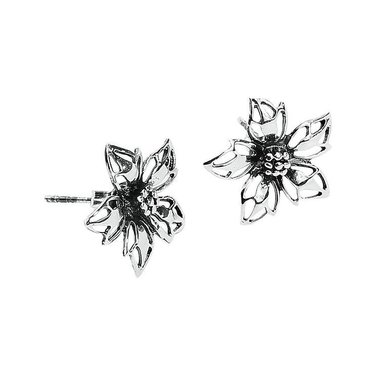Wild Flower Ohrstecker-Set:  - silbernes Ohrstecker-Set in Form von filigran ausgearbeiteten Blüten - Durchmesser 1,5 cm - aus 925er Sterling Silber - wird als Paar geliefert  Mit den Ohrsteckern Wild Flower blüht dir wortwörtlich was. Das Ohrstecker-Set besteht aus zwei romantischen Blumen, die leicht schimmern und mit kleinen Schmucksteinen verziert wurden. Die Ohrringe sehen machen besonders bei Partys im einfallenden Licht einen super Eindruck, können aber auch gut im Alltag getragen…