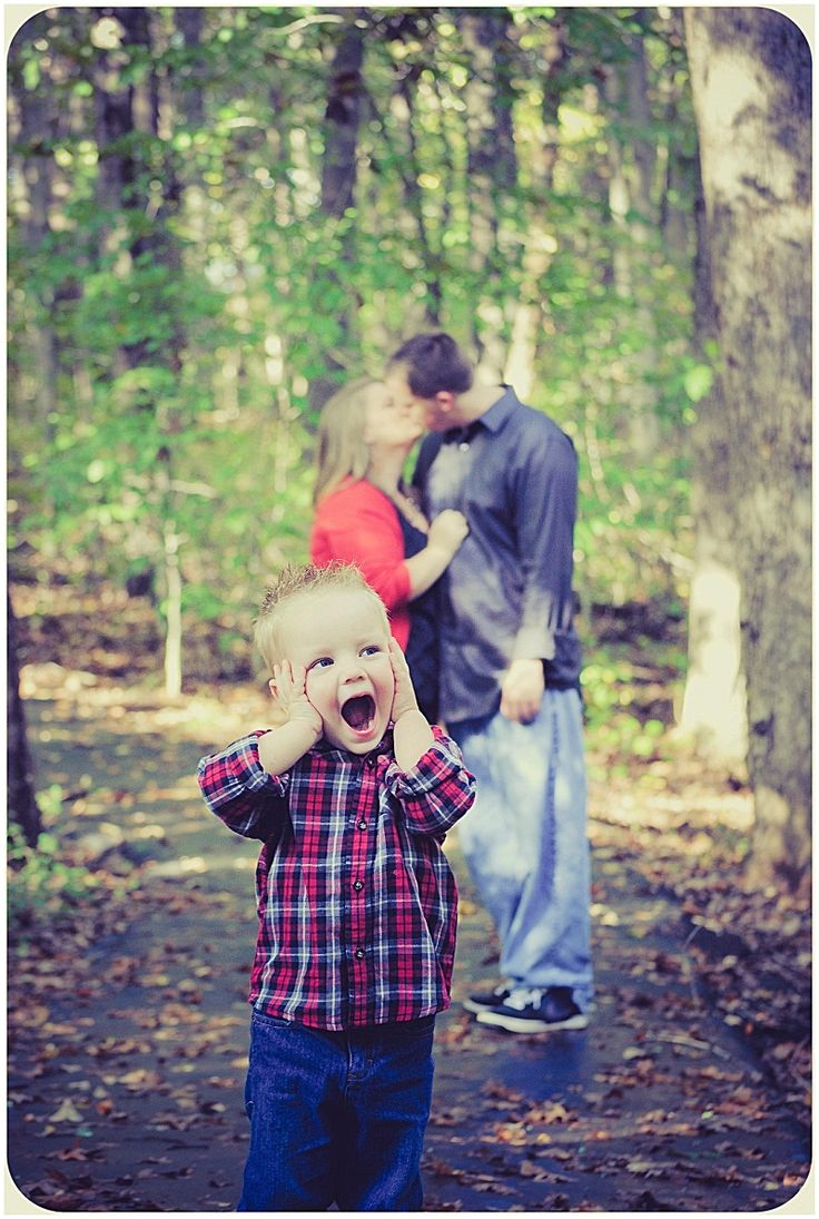 Fall Family Photo Shoot with Parents Kissing in the Background - Photo by CMT Photography
