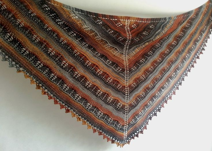 Wielokolorowa chusta, na drutach.