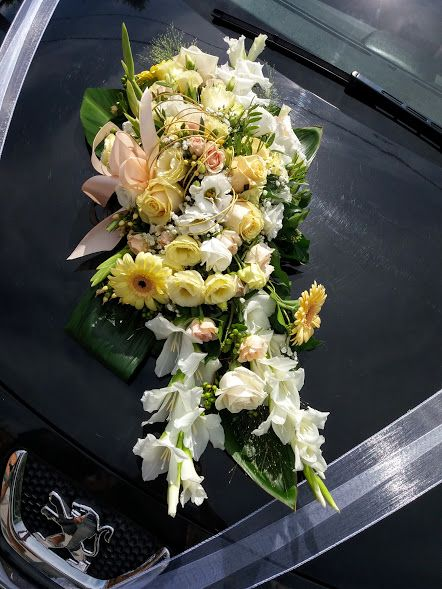 Autódísz kardvirág, gerbera, lisianthus, rózsa. Car decoration gerbera, lisianthus, rose. https://goo.gl/VHGQ2V
