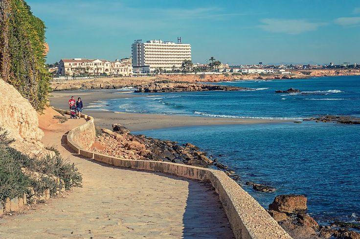 The paseo looking towards La Zenia beach