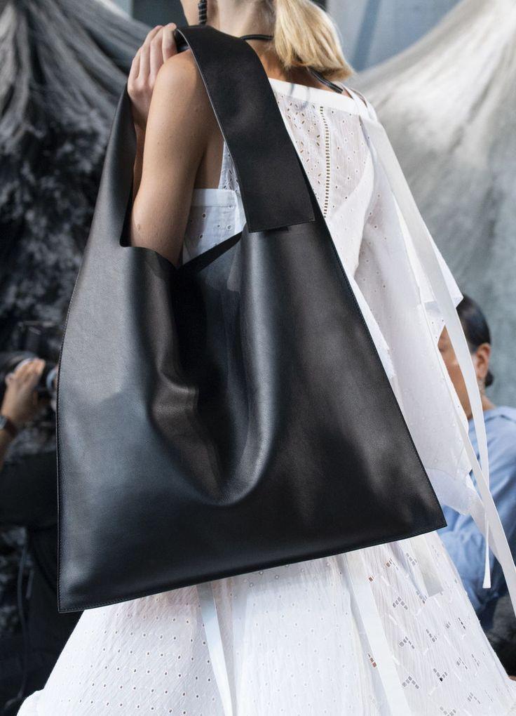 Hobo Bag: Das ist das Trend-Comeback der Beuteltasche! – Harper's Bazaar Ger… – Damentaschen
