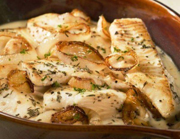 """Рецепт фантастически вкусного блюда из рыбы! Пробуйте, вам точно понравится! """"РЫБА В СМЕТАНЕ"""" Смотреть рецепт на сайте... http://knigarulit.ru/?p=315 http://knigarulit.ru/ryiba-v-smetane/"""