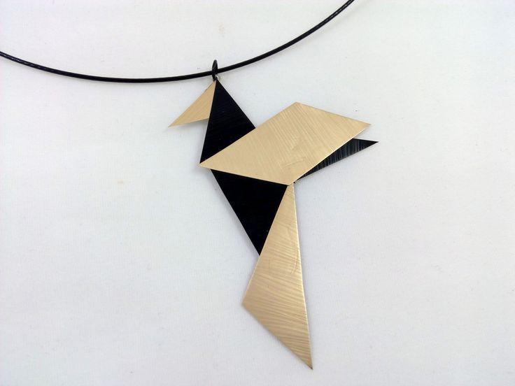 Ras de cou avec pendentif colibri façon origami en capsule de café Nepresso