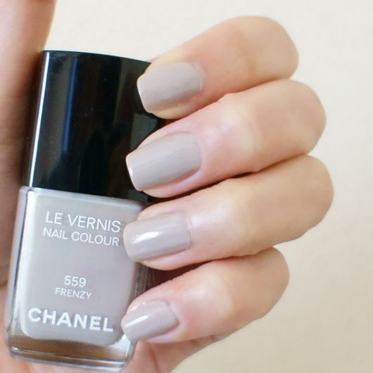 chanel #559 frenzy (light gray with a hint of beige)