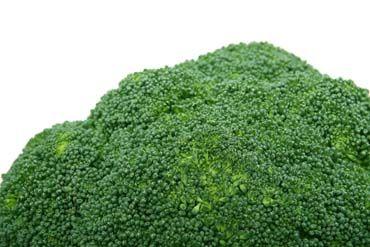 Broccolisoep met spicy kipreepjes