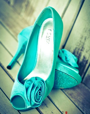mrs foxs turquoise heels with diy glitter soles photo by exclamation imagery glitter wedding shoescustomised