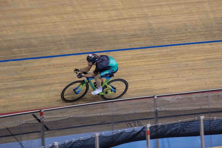 Can track cycling improve triathlon performance?