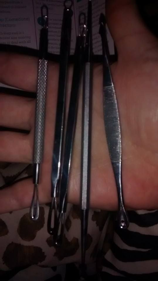 These blemish and blackhead tools are double sided