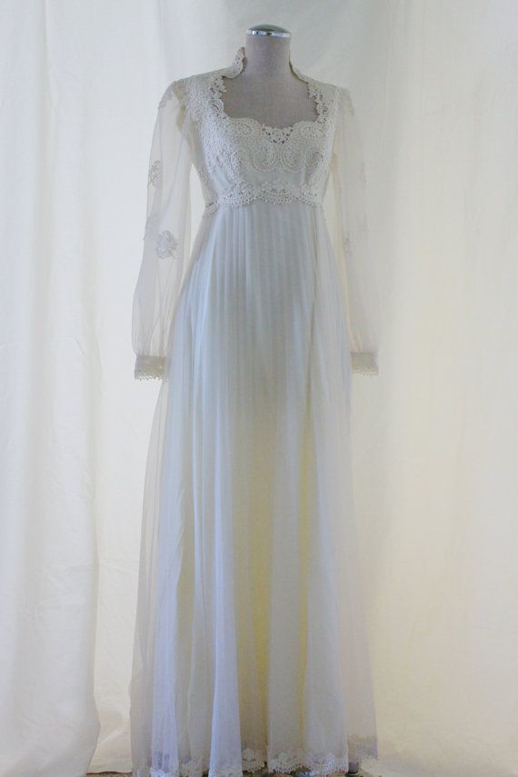 This romantic vintage wedding dress is absolute perfection.  Bust 34 Chest 29 Waist empire Length 54
