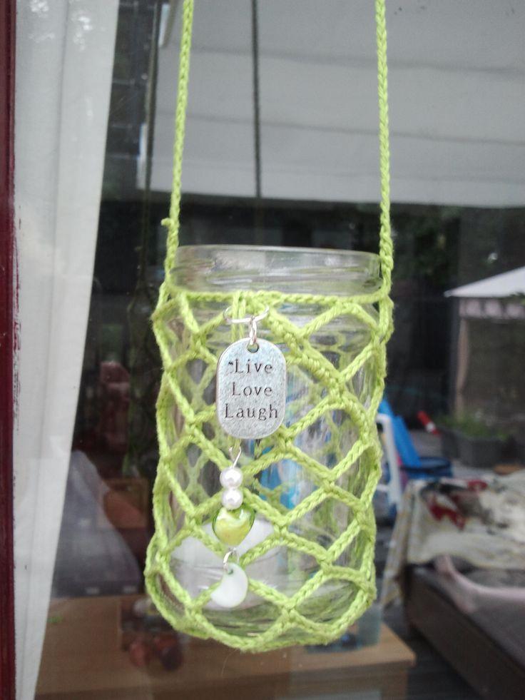 Upcycling: sfeerlichtje van leeg jampotje, omhaakt met een ruitpatroon in gifgroene katoen