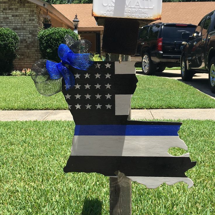 Louisiana police door hanger or mailbox decoration. We support police officers! Thin blue line👮🏽.