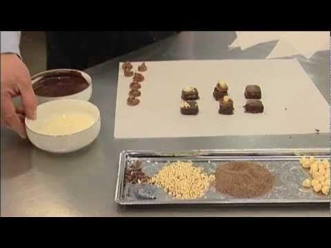 Marcipan konfekt med chokoladeovertræk og pynt