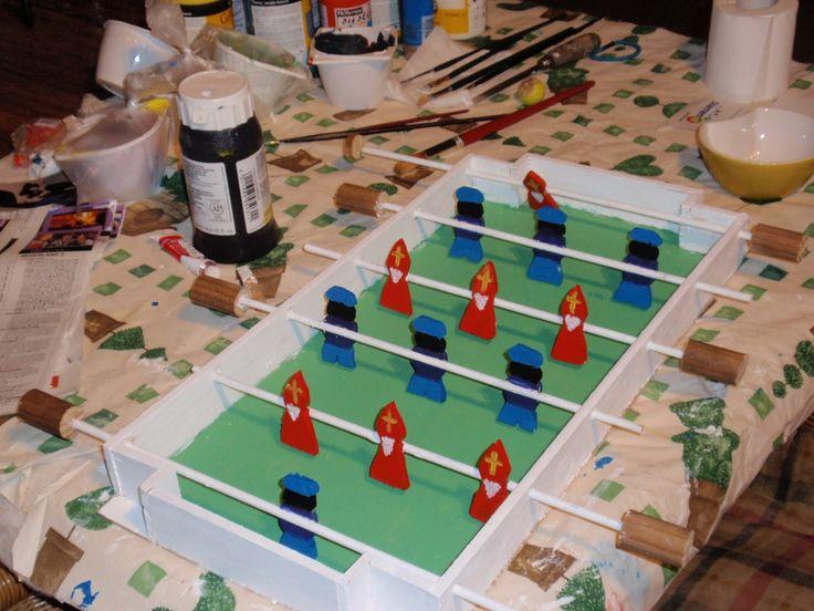 Met Sinterklaas voor deurvroeg mijn docht hulp voor maken van suprise voor school. Helaas voor blog  geen thema racen  maar thema voetbal ...