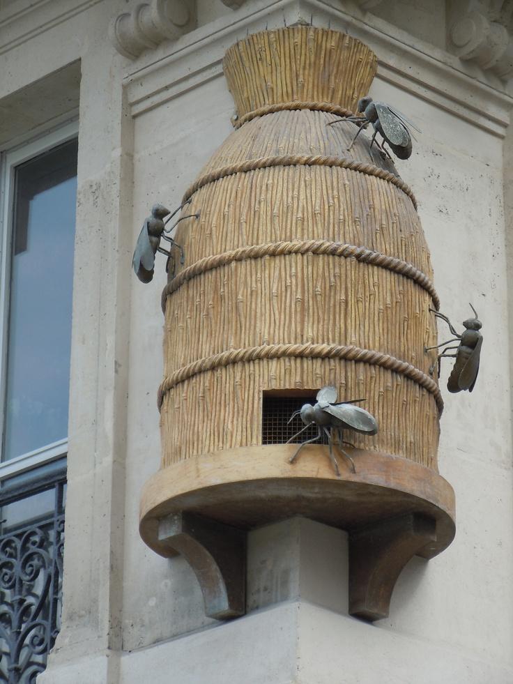 Une ruche (factice) en plein Paris...