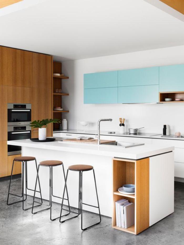 cuisine blanche et bois, ilot central de cuisine, aménagement coquet