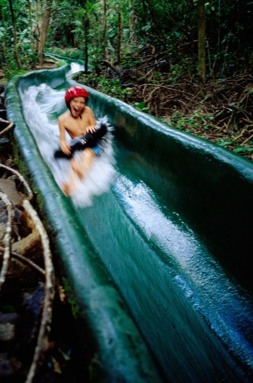 tobogán de agua en la selva! muy divertido!