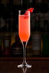"""Cocktail """"Rose Rosé"""" un cocktail très chic champagne framboise et sirop de rose"""