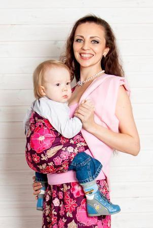 """Мамарада Слинг с кольцами Женева размер S  — 2447р. ------------ Слинг с кольцами позволяет носить ребенка как горизонтально в положении """"Колыбелька"""" так и в вертикальном положении. В слинге в положении """"Колыбелька"""" малыш распологается точно так же, как у мамы на руках, что особенно актуально для новорожденного. Ткань слинга равномерно поддерживает спинку малыша по всей длине. Малышу комфортно и спокойно рядом с мамой. Мама в это время может заняться полезными делами или прогуляться. В…"""