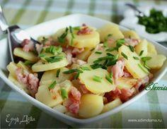 Немецкий картофельный салат. Ингредиенты: картофель молодой, лук репчатый, подсолнечное масло