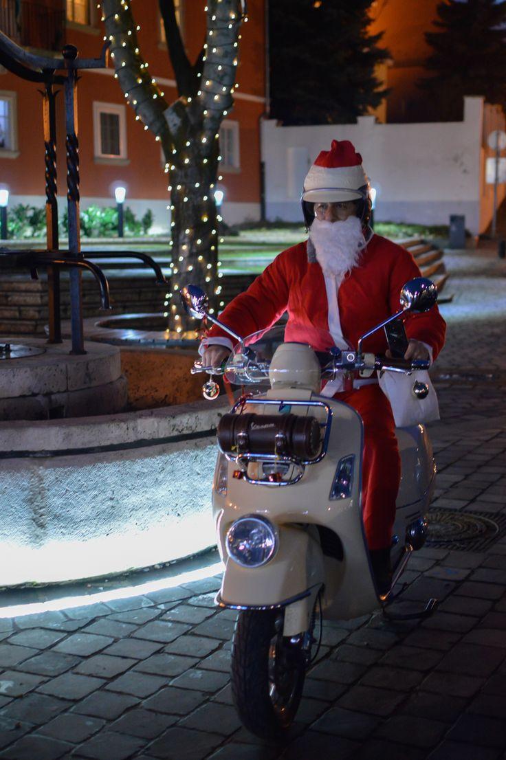Vespa Santa Claus