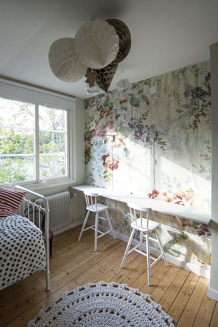 Barnrum med Blossom från Mr Perswall tapet, pompoms – Husligheter kids room inspiration scandinavian style decor