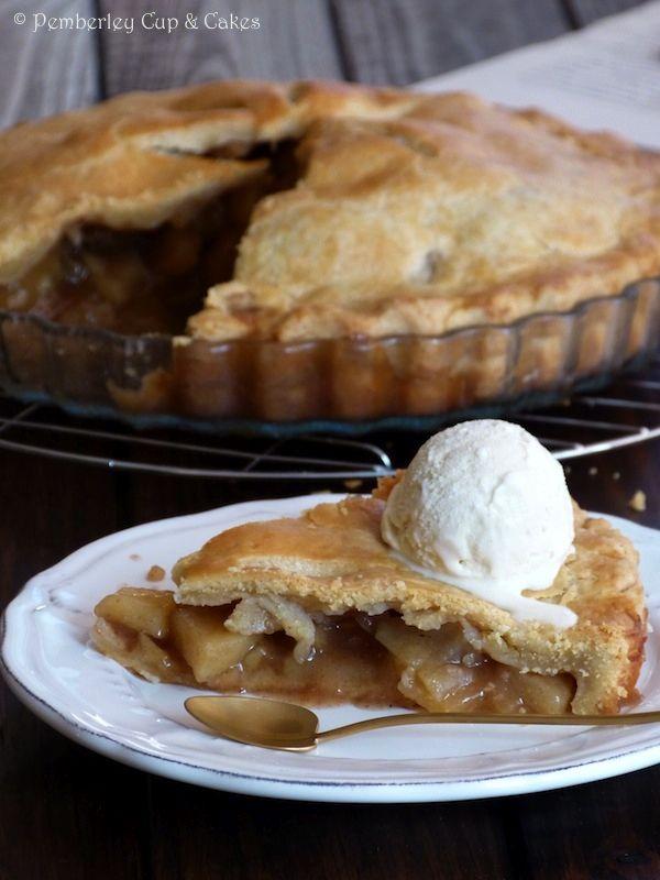 ¿Puede haber algo más típicamente americano que elApple Pie?Pues antes de quedarse como invitada de honor en los postres de tantos y tantos hogares estadounidenses, parece ser que este popular plato ya llevaba unos cuantos años por el mundo.