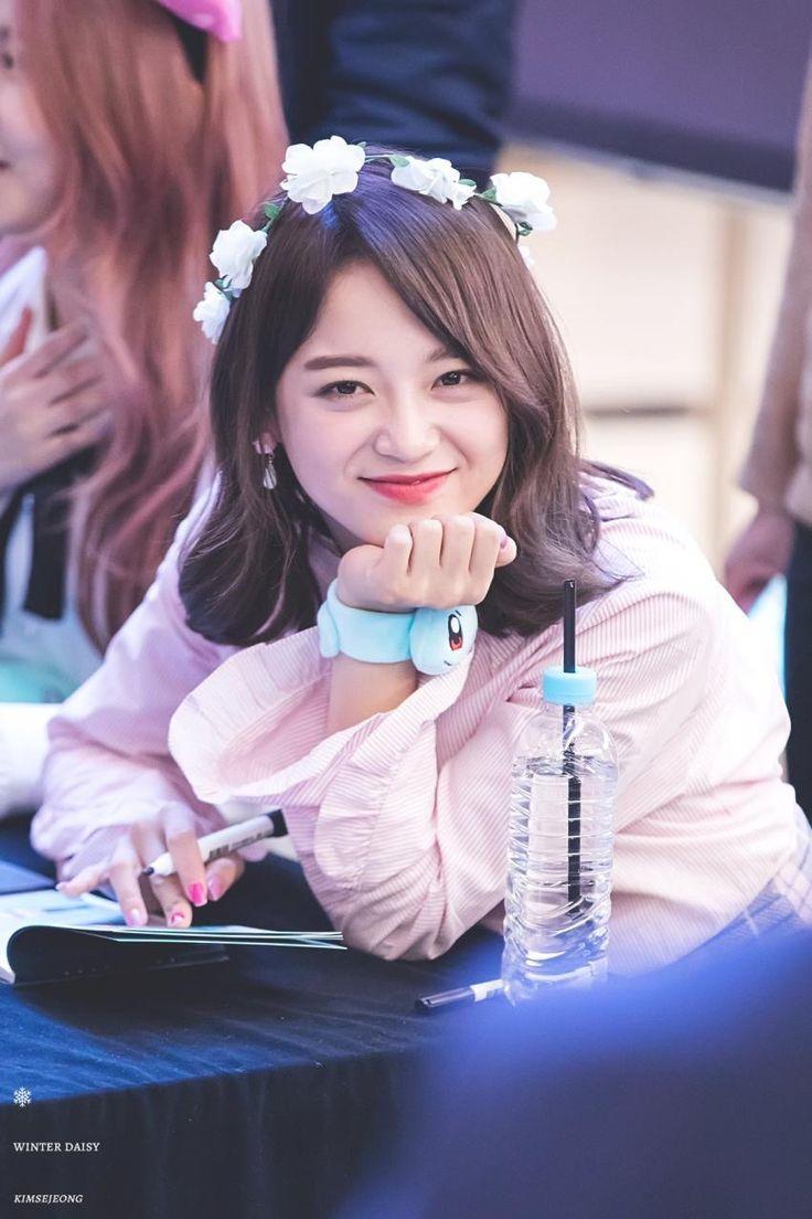 170303 - Gugudan Kim Sejeong @ Yeouido IFC Mall Fansign Event (cr.WinterDaisY1204) | Twitter