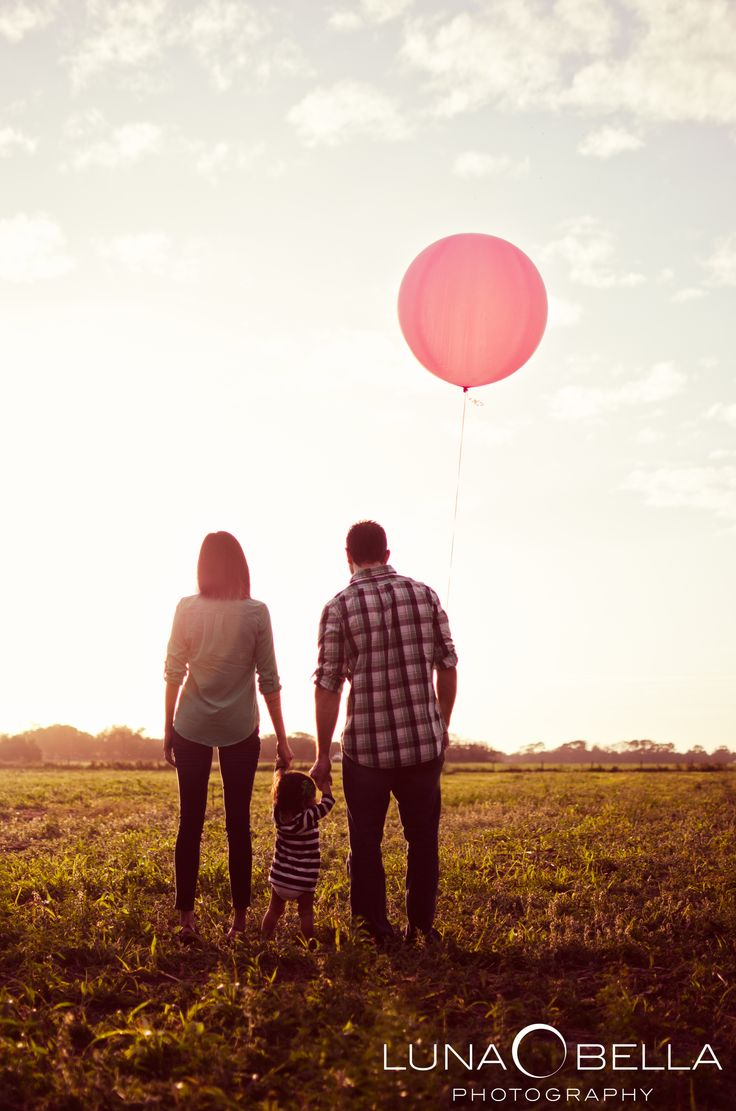 Luna Bella Photography » 1 Yr Old photo--replicate and add a balloon each year!
