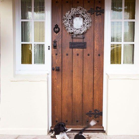 step inside an essex farmhouse dressed for christmas. Black Bedroom Furniture Sets. Home Design Ideas