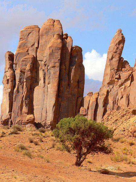 Take a scenic drive in Monument Valley, Utah / Arizona border - Travel Bucket List