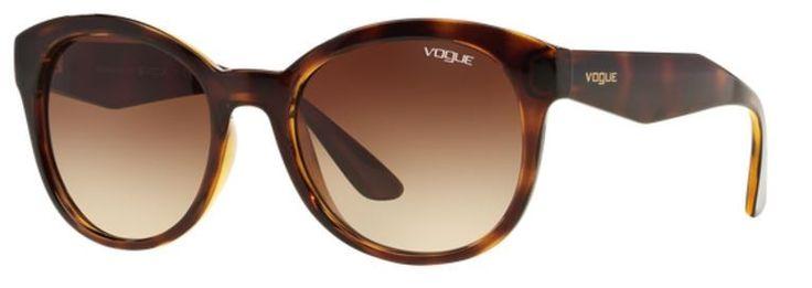 Las gafas #Vogue VO2992S W65613 by Adriana Lima de diseño Phantos se caracteriza por un frontal en color havana y lentes en marrón degradée, que complementan este modelo.