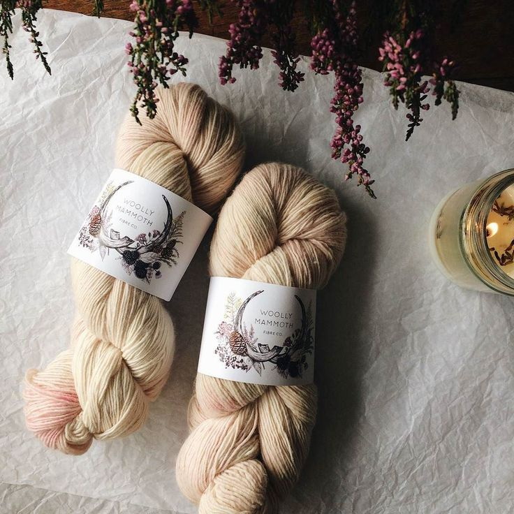 Interview | Over on the blog today is a wonderful interview with Emma Robinson aka @woollymammothfibers. (Link in profile) Pop over and have a read with a cuppa and find out about her natural dyeing her creative background and drool over those beautiful yarns.