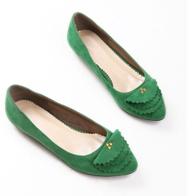 We love to stand out. We love to be different. How often do you see such Emerald Green flats? This Scallop Edge Flats is edgy and cool and costs only USD$25.21! <3: Edge Flats, Emerald Green, Gorgeous Shoes, Scallop Edge, Green Flats, Fashion Avenue, Emerald City, Wedding Craze