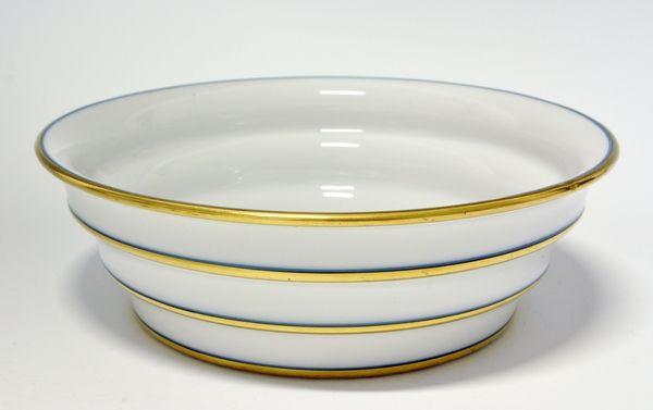 Serving bowl by Nora Gulbrandsen for Porsgrund Porselen. Productionyear 1930-31 Prot. Model 1870 Decor 5030