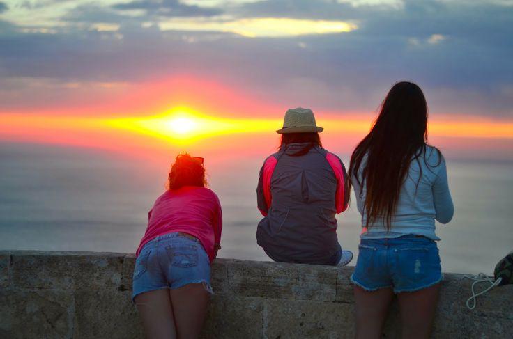 Ver atardecer en Ibiza desde la Torre del Pirata con Es Vedrà al fondo... #Ibiza #atardecer #EsVedra #Vacaciones #Sunset #Eivissa