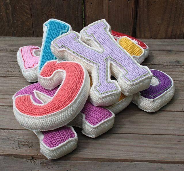Almohadones en forma de letras...