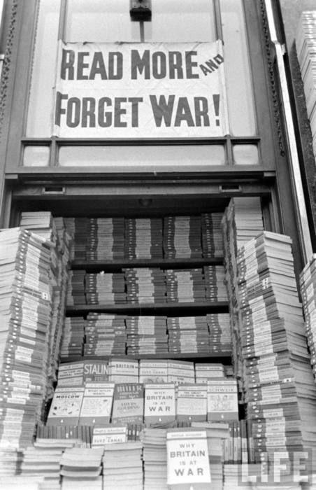 Foyles Bookshop. 1939      A London institution: 113 Charing Cross Road.