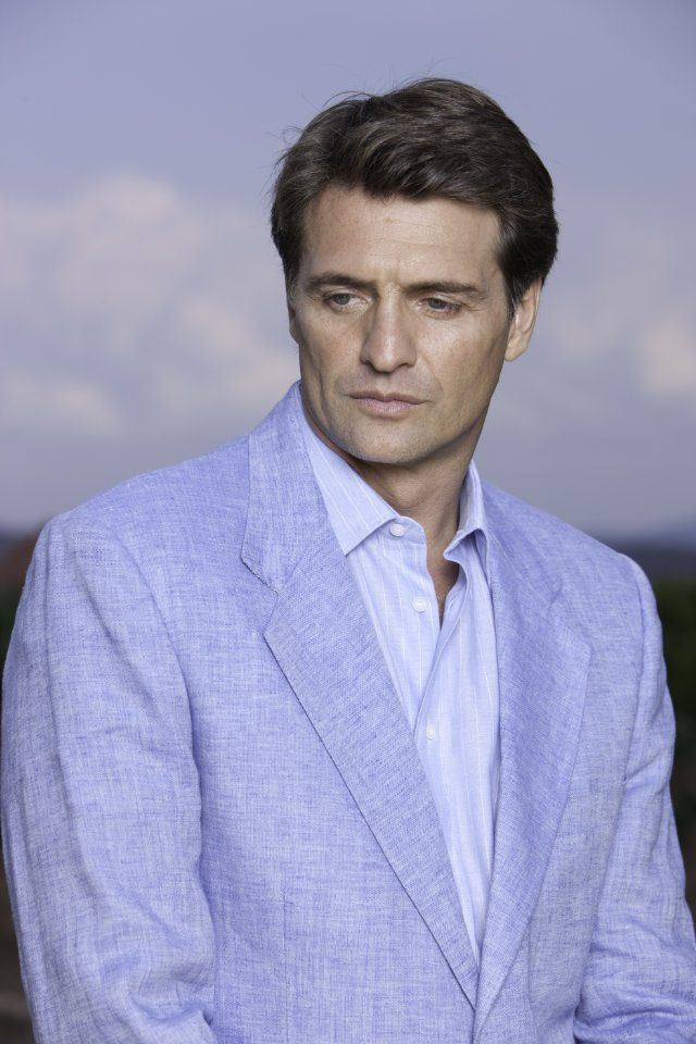 Juan Soler.  I just love him.  La Otra was and always will be my favorite novela.
