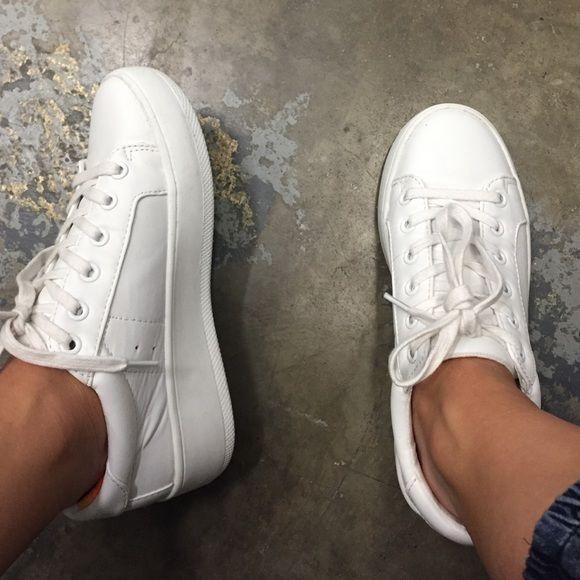 0e0746e5420 Steve Madden Shoes - Steve Madden BERTIE sneaker. WORN ONCE ...