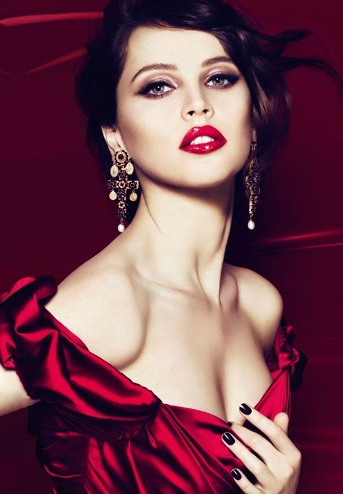 Red Glamor. Red lips, black nails, red dress.