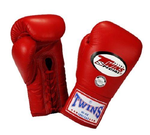 <strong>Twins Special Boxing guanti di cuoio premium w / Laceup</strong>  La schiuma è abilmente sagomato per supportare al meglio la vostra mano mentre si sta punzonatura. Perché la concorrenza e la formazione professionale della vecchia scuola, i guanti di pizzo al pugilato, sono un favorito. Guanti Twins Lace Up Boxing sono utilizzati in molti dei migliori boxe e kickboxing promozioni in tutto il mondo, perché in tutti i nostri prodotti utilizziamo solo i migliori materiali e mai…