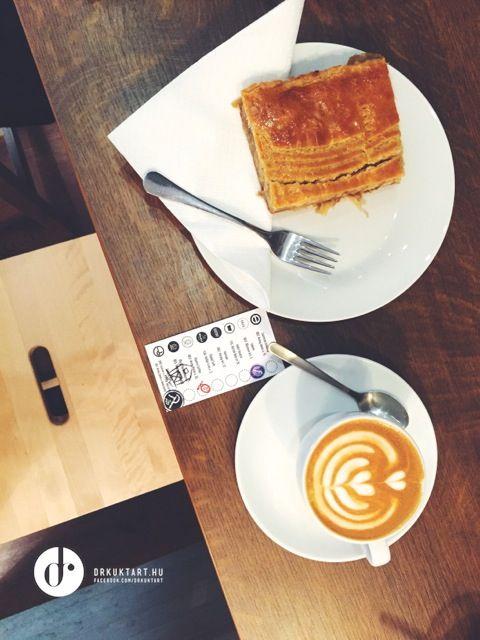 Flat white - Gardelli - Mantra Speciality Coffee Minibar - Budapest - More: http://drkuktart.blog.hu/2015/03/23/budapest_coffee_tour